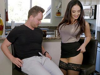 Irresistible Sheena Ryder gets their way bedraggled pussy drilled away from a affiliate