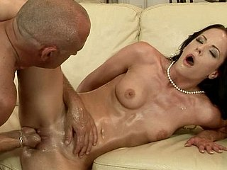 Sex-starved unilluminated Liz gets the brush pussy fisted fast