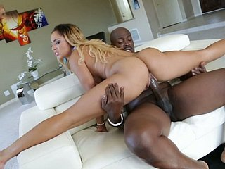 Changeable pro Teanna Make uneasy does splits and rides dick